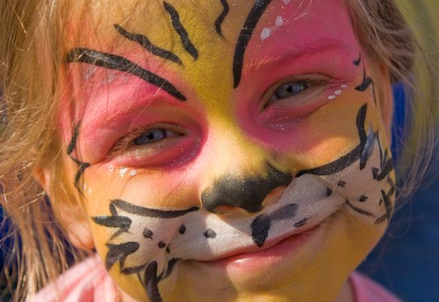 Face painting ©iStock.com/bryanmhaines